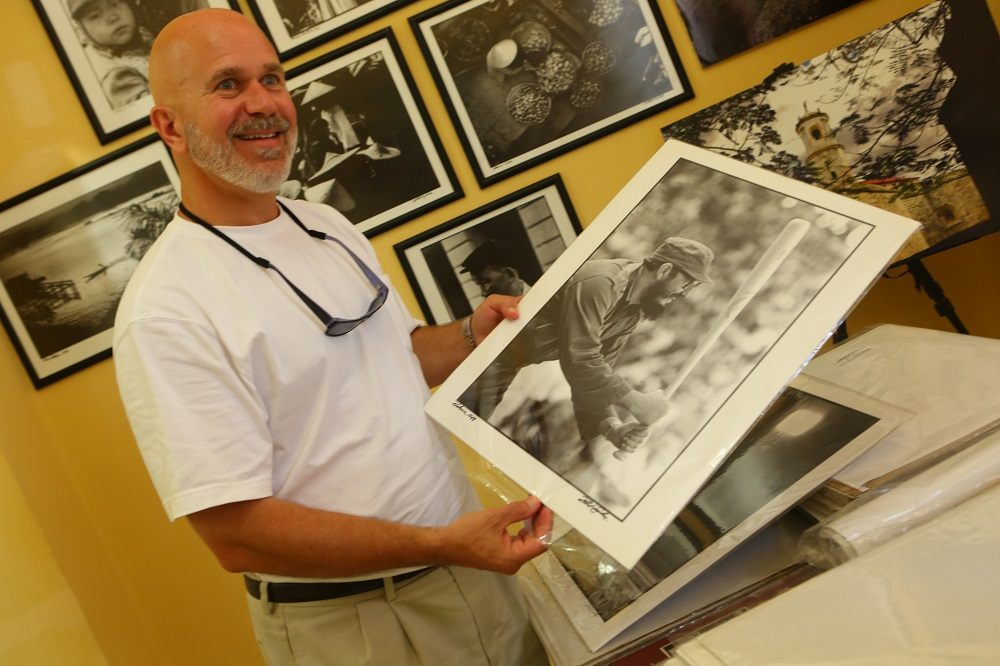Smerconish Fidel baseball Cuban photographer Roberto Salas